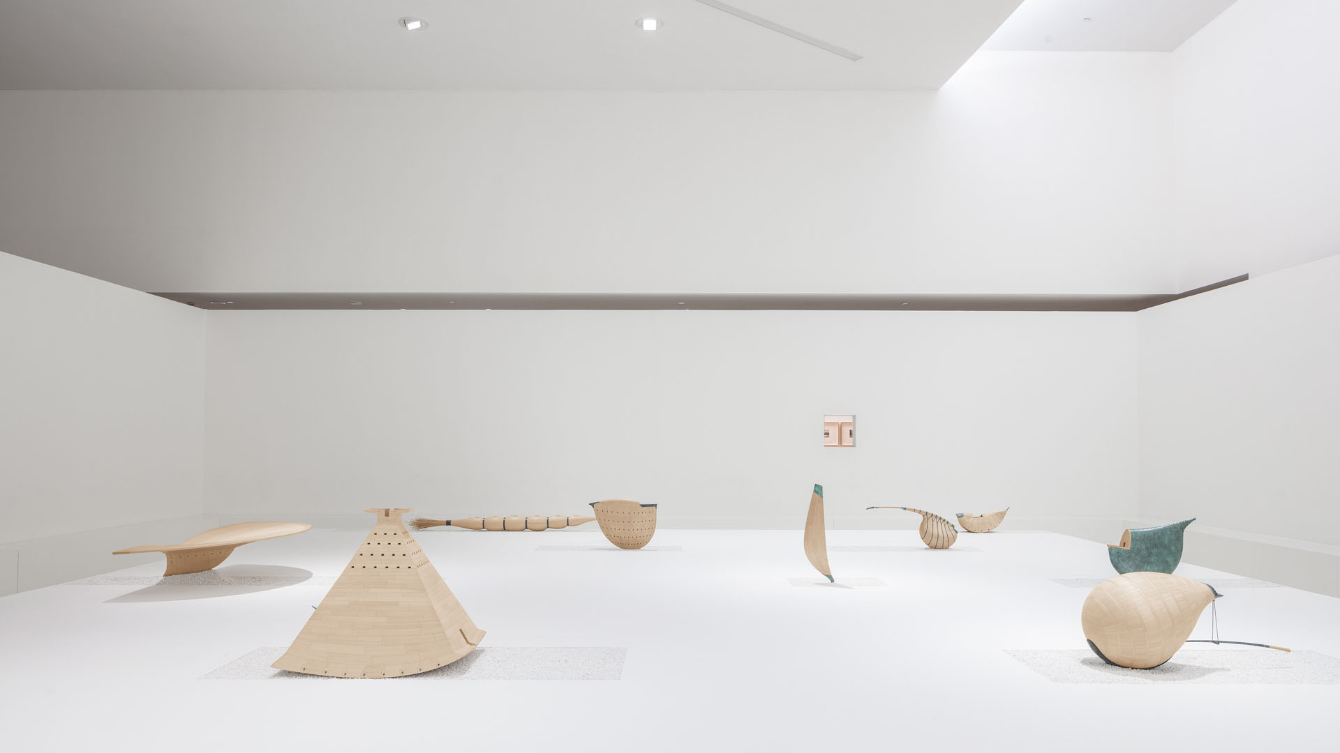 Sculptures of To Kardizu by Chi Wing Lo, along with his architecture, interior, furniture, objects and drawing, with a creation span of over 30 years, were presented in a solo exhibition titled ESSENCE CHI WING LO at the Alvaro Siza's China Design Museum in Hangzhou in 2019.